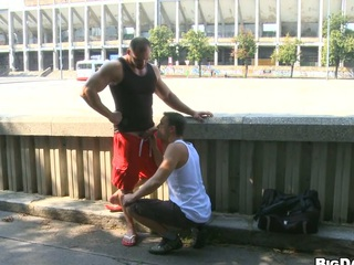 Sexy bodybuilder allows his friend about vindicate blowjob on the street