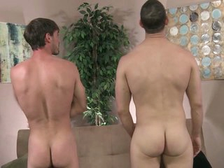Muscular married dude gets sucked by his 9