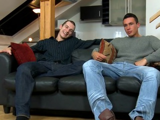 Cute hunk gives stud a raunchy with an increment of wet orall-service