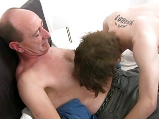 Mature gay daddy slamms young tight botheration crack in bedroom