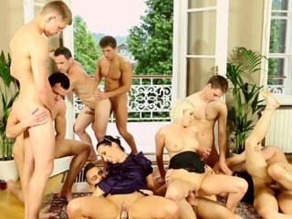 Androgyne fuck and tug group